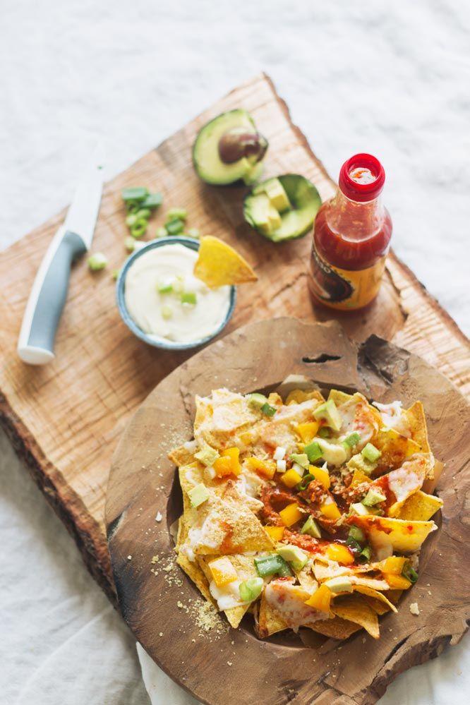 Vandaag had ik weer zo'n onweerstaanbare dwang naar nacho's. Daarom ging ik aan de slag voor een nacho schotel mét zelfgemaakte nacho's van tortillawraps.