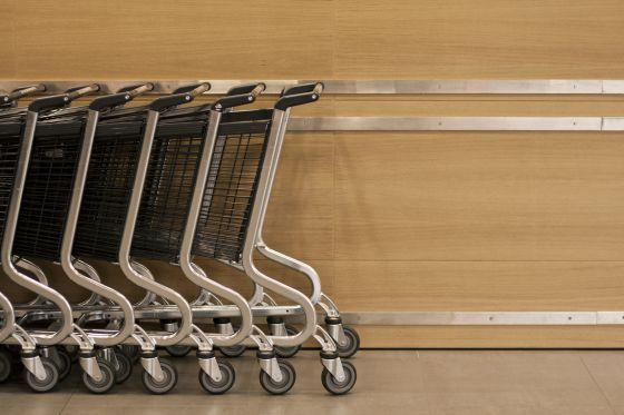 La cesta doblega al carro | Economía | EL PAÍS Artículo sobre las tendencias de consumo en supermercados en España