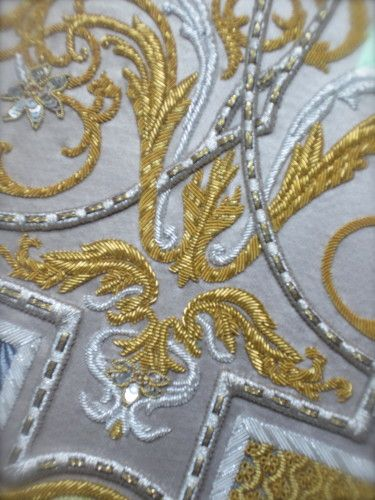 293 best broderie au fil d or images on pinterest clothing gold embroidery and gold work. Black Bedroom Furniture Sets. Home Design Ideas