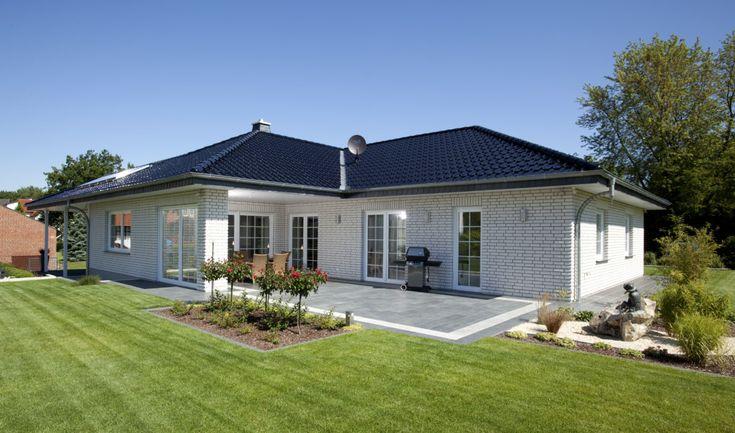 Bungalow Haus Mit Garage & Walmdach Architektur Im