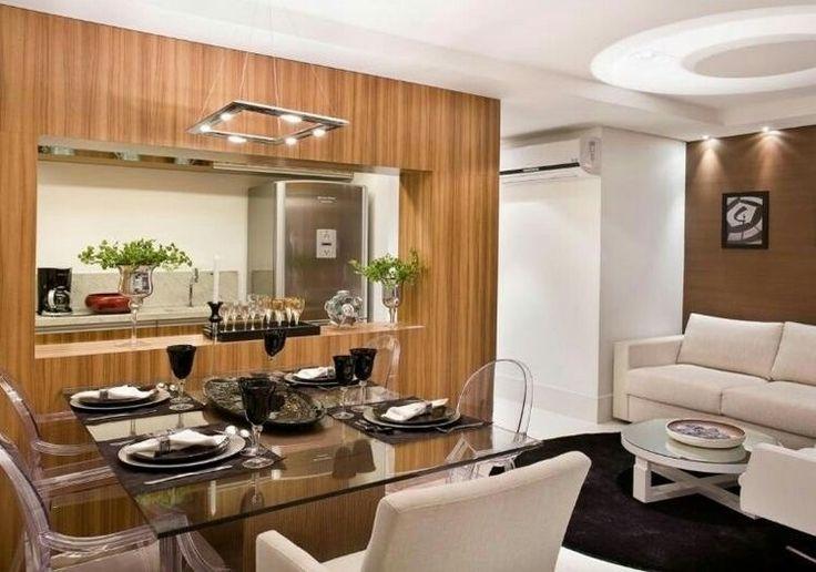 Mesa de vidro e cadeiras transparentes ficam elegantes e não sobrecarregam o ambiente!