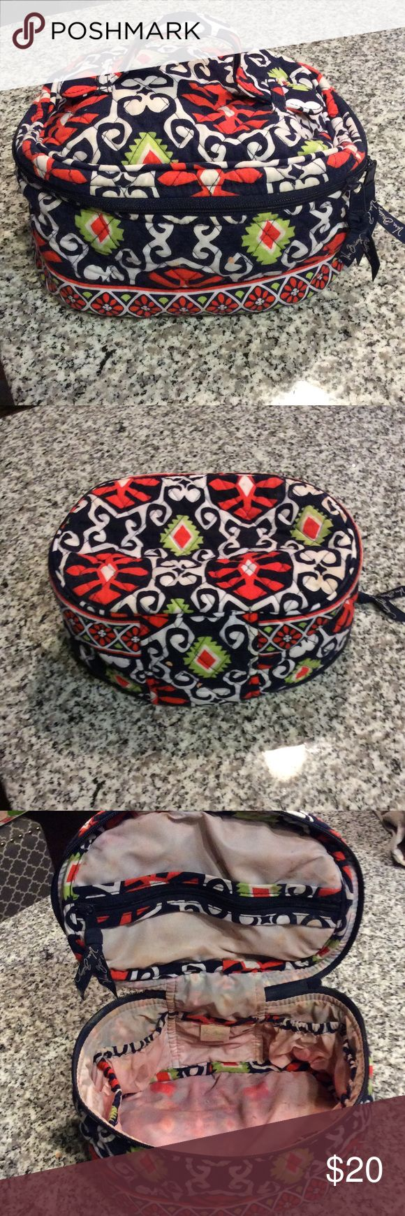 Vera Bradley large makeup case! Outside of bag is like new! Inside does have makeup marks, can been seen in pic. English Meadow pattern ❤️ Vera Bradley Makeup Brushes & Tools