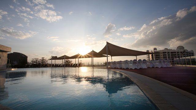 Enjoy the golden beaches and cosmopolitan lifestyle of the Gold Coast at the Sofitel Gold Coast Broadbeach.