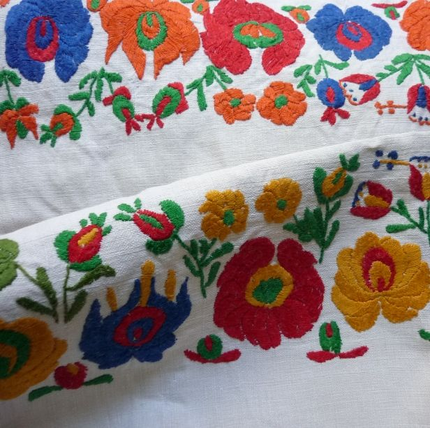 Vintage embroidered Hand embroidered on hand loomed Hungarian linen  These pieces make pretty hand towels.