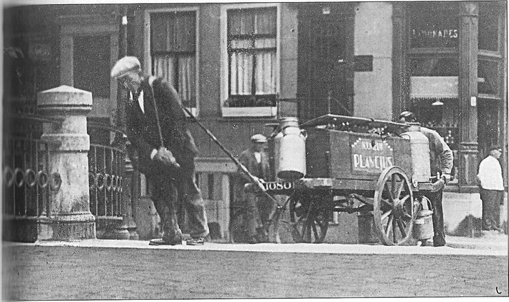 Amsterdam, Kikkie van de Prinsensluis was zijn bijnaam. Christiaan Smit was een bekende 'kargadoor' (tegen een kleine vergoeding hielp hij de kar tegen de brug op trekken), die zijn standplaats op de brug tussen Anjeliers-en Prinsenstraat had. Kikkie stierf in 1940 op 82-jarige leeftijd.