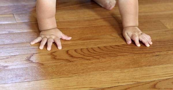 Parkett & Holzböden natürlich pflegen, kleine Macken beseitigen