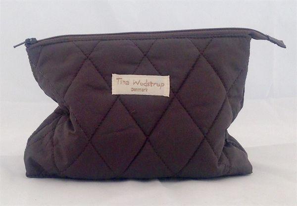 www.mellowway.dk  Make-up taske quiltet, Mocca, fra den danske designer Tina Wodstrup