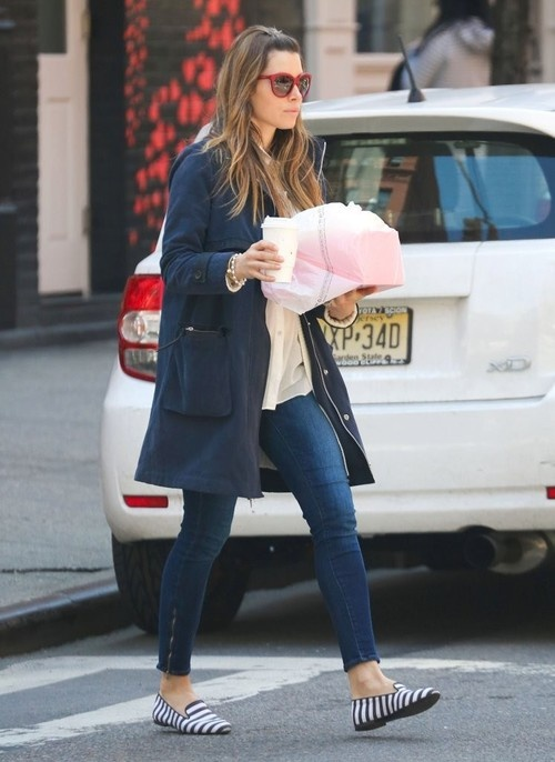 Jessica Biel gets lunch in New York City on April 26, 2013