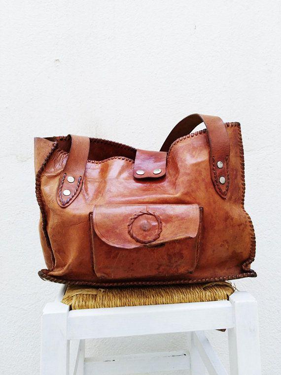 Mira este artículo en mi tienda de Etsy: https://www.etsy.com/es/listing/606448043/vintage-leather-bag-in-color-brown
