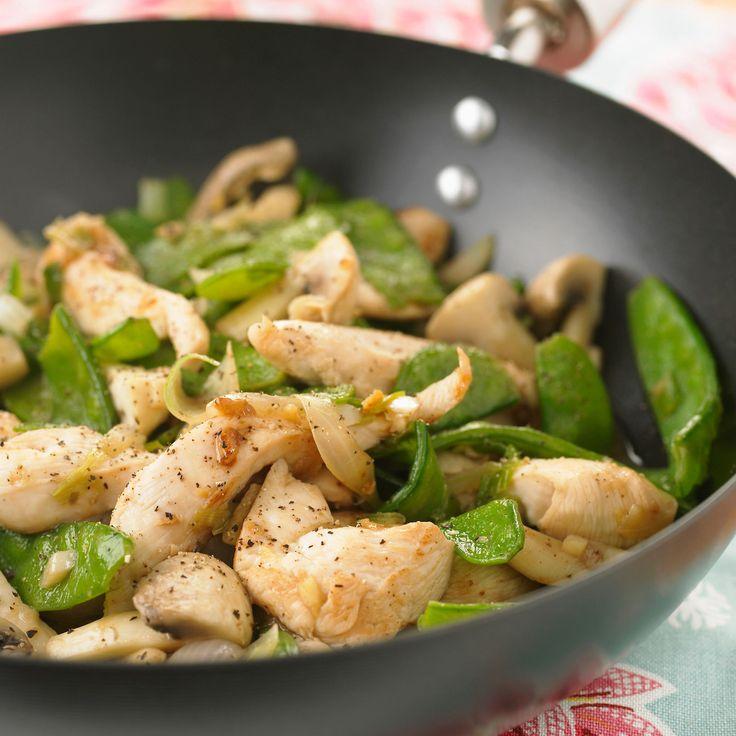 Découvrez la recette Wok de poulet aux champignons et aux pois gourmands sur cuisineactuelle.fr.