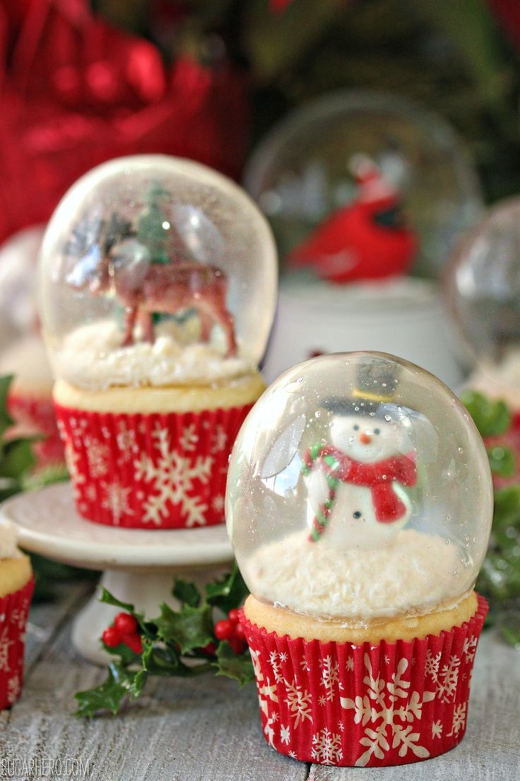 Snow globe cupcakes with gelatin bubbles - yes, the glass is actually made of gelatin! | From https://SugarHero.com