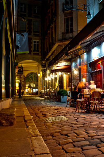 Paris is one of the few cities in the world that is equally famous for its cuisine and its literary tradition. Check out these Parisian literary spots.