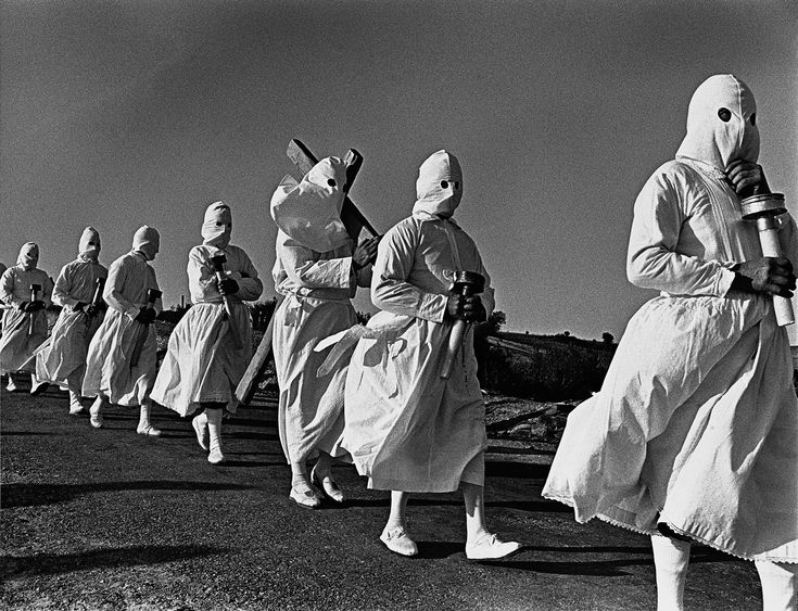 Heaquilahistoria : Rafael Sanz Lobato (fotógrafo, Sevilla 1932) iernes Santo en Bercianos de Aliste (Zamora) 1971