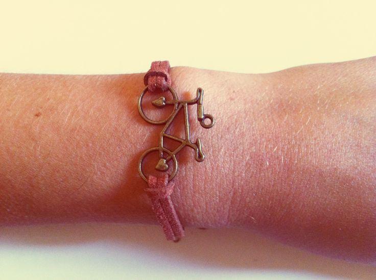 #bike #bicicle #charm #bracelet #shoppingonline #lindsaystuf   https://www.etsy.com/it/listing/163673885/bracciale-con-bicicletta-bracelet-with