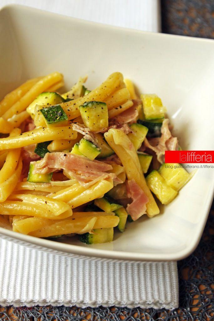 Pasta con zucchine e prosciutto cotto