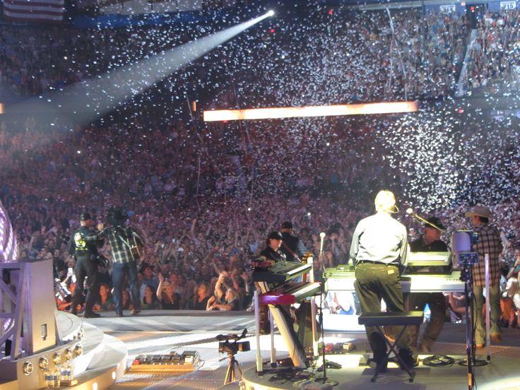 Mega Stars Attend Opening Garth Brooks Tour -  #GarthBrooks #Chicago #WorldTour
