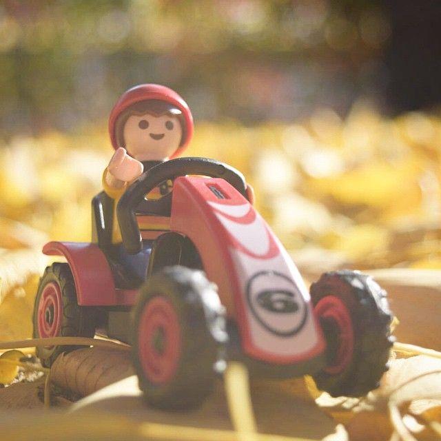 #가을 따스한 햇살 받으며 #낙엽 위로 #드라이빙 #플레이모빌 #플모 #playmobil #driver #fall #autumm #canon #nikon