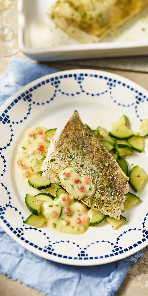 Wenn du Lust auf Fisch hast, solltest du unbedingt unser Zanderfilet mit Lachskaviar-Sauce probieren! Mit leckerem Zucchinigemüse und Schnittlauch verfeinert schmeckt dieses Gericht besonders gut und ist dazu noch Low-Carb.