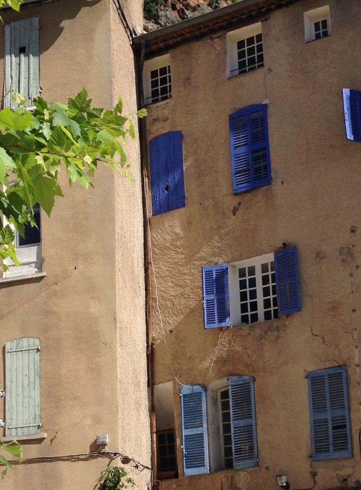 Färgglada franska fönster