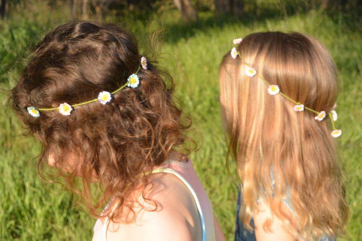 Making daisy chains @ threecheersfour.com