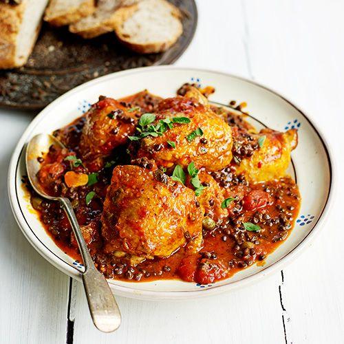 Kip met linzen, kappertjes & tomaten recept - Jamie magazine