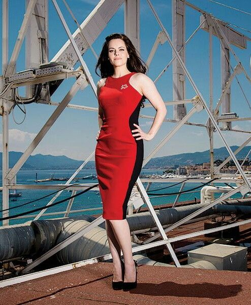 "Montréal, Québec's own Emily Hampshire (b. 29-AUG-1981-); Canadian Actress is star in Syfy's ""12 Monkeys"" & CBC's ""Schitt's Creek""."