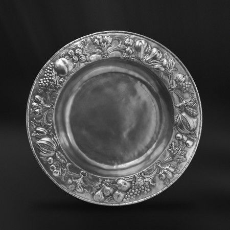 pewter centerpiece  http://www.pewter-gt.com/pewter-products/pewter-centerpiece  #italian #pewter #tableware #manufacturers #madeinitaly #centerpiece