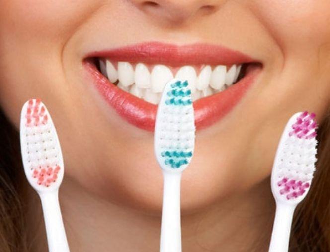 Και όμως, μια οδοντόβουρτσα μπορεί να σε κάνει πιο όμορφη με τρόπους που δεν φαντάζεστε