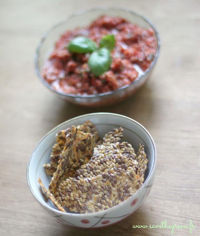 Deux recettes de crackers crus aux graines de lin, pour changer des chips, aliment gras sans vitalité. Les crackers crus se préparent au déshydrateur / four