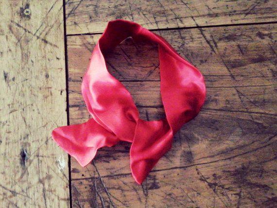 Fascia per capelli rossa bandana stile Pin Up in pregiato raso in seta per un outfit moda 2014  di Babaluccia, $8.50