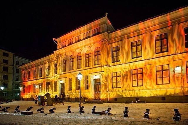 Feels like the flames on the facade of @Annatalo could warm up the whole neighborhood. 'Maailma jossa elämme' (The world in which we live in) was specially commissioned for #luxhelsinki Photo: Lauri Rotko #lightart