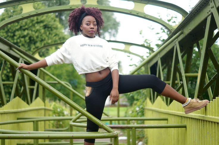 Leggings noir avec touche de wax par Laurajane-fashion pour Afrikrea. https://www.afrikrea.com/article/ankara-curve-leggings-tenues-de-sport-noir-pour-elle-wax-polyester/UTPWC5I?utm_content=bufferd1c78&utm_medium=social&utm_source=pinterest.com&utm_campaign=buffer