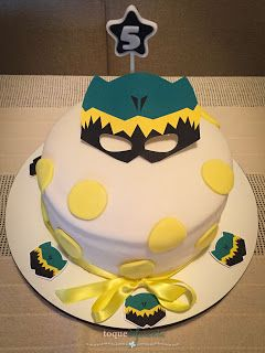 Aniversário Power Rangers - Parte II Bolo com a máscara de Dino Charge  Power Rangers Party - Dino Charge cake