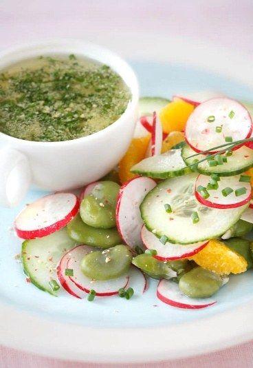 Salade feves, concombre, radis : recette de salade crue, salade de printemps