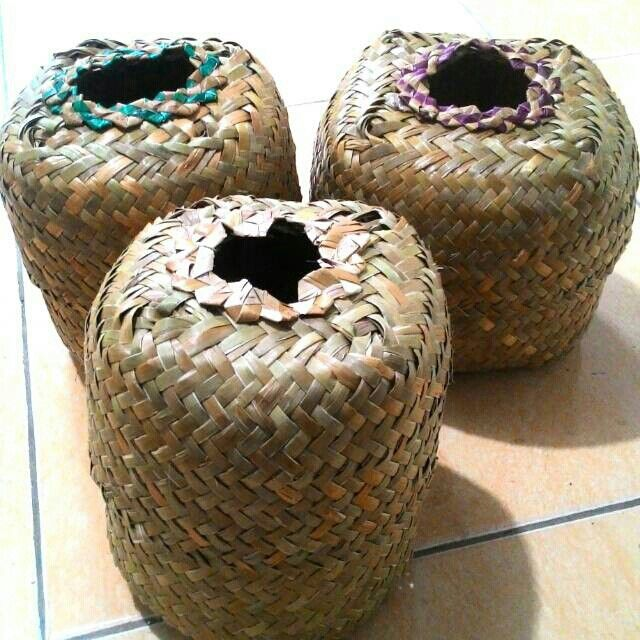 Saya menjual Tempat Tissue Anyaman Purun seharga Rp20.000. Dapatkan produk ini hanya di Shopee! https://shopee.co.id/borneoethnic/805497046 #ShopeeID