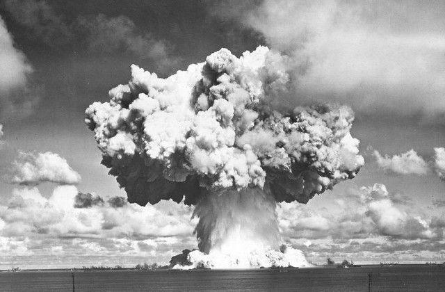 Seguramente has visto alguna foto de la bomba atómica de Hiroshima, y sabes que este tipo de armamento forma una nube de hongo. Quizás no sea fácil saber el porqué de la formación de estas nubes, pero con algunos conceptos nos acercamos a la explicación.