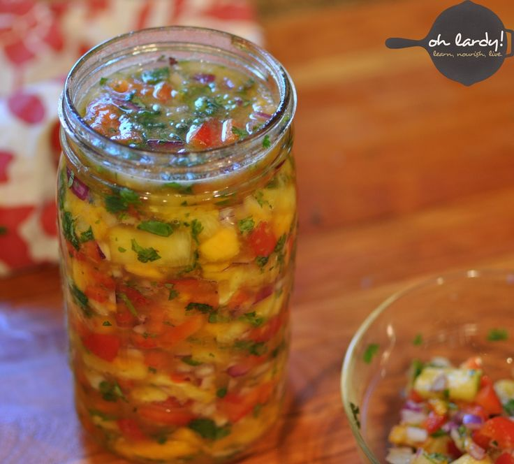 Lacto-fermented Pineapple Papaya Chutney – a delicious digestive aid / http://ohlardy.com/lactofermented-pineapple-papaya-chutney-recipe