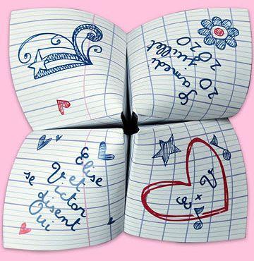 Retour sur les bancs de l'école avec ce faire-part de mariage qui vous rappellera bien des souvenirs ! L'écriture, les cahiers, l'encre, retrouvez tout l'univers du parfait petit écolier sous forme de cocotte en papier. Ludique, original, retour en enfance assuré !
