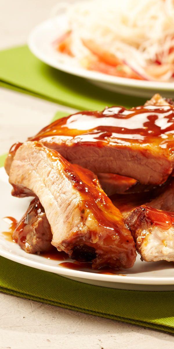 Spareribs mit asiatischem Geschmack. Das hört sich doch einmal interessant an, oder nicht? Entdecke besonders fruchtig-süße Schweinebauchrippchen mit diesem Grillrezept.