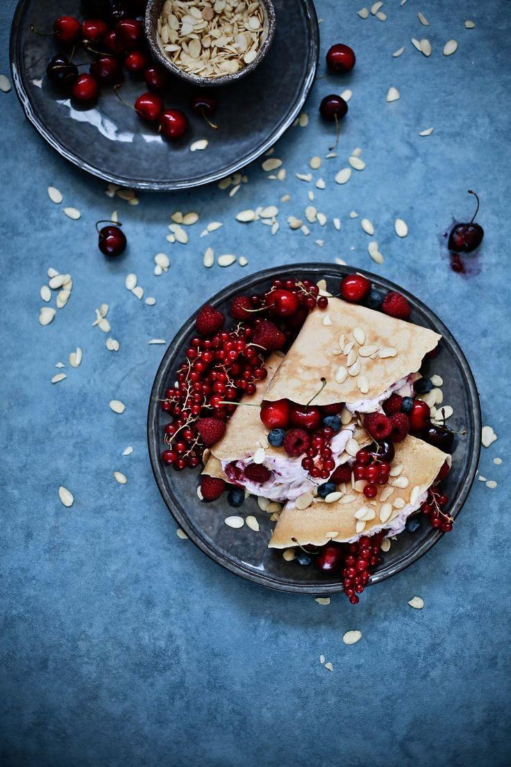 Pratos e Travessas: Crepes de amêndoa com creme de ricotta e framboesas # Almond crepes with ricotta and raspberry cream | Food, photography and stories