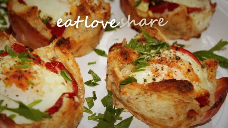 bacon and capsicum baked eggs in crisp bread cases