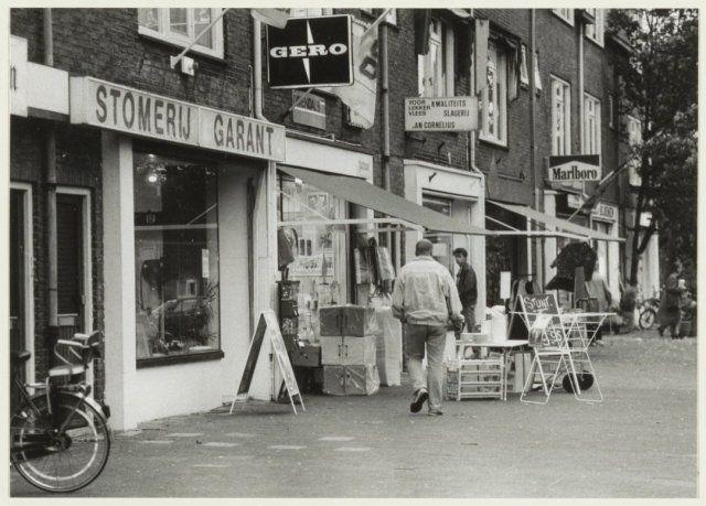 Winkels (o.a. Stomerij Garant en Slagerij Jan Coprnelius) aan de Generaal Spoorlaan 1990