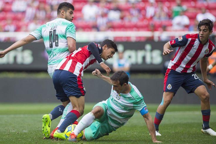 PIZARRO Y ZALDÍVAR, LOS COMODINES DE ALMEYDA PARA SEMIFINALES El jugador de chivas Pizarro regresó al futbol después de varias semanas de estar en su rehabilitación muscular.