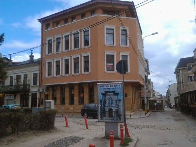 Clădire refăcută dinaintea pizzeriei Cin-Cin ...