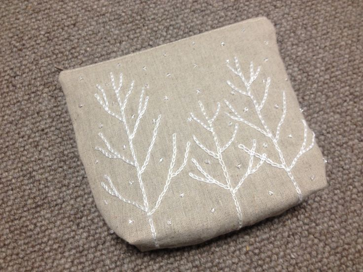 木々にダイヤモンドダスト 刺繍ポーチ