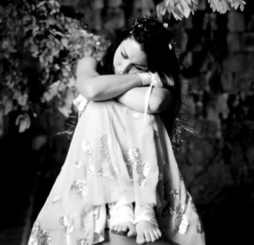 """""""You used to captivate me by your resonating light -now I'm bound by the life you left behind..."""" ~My Immortal"""