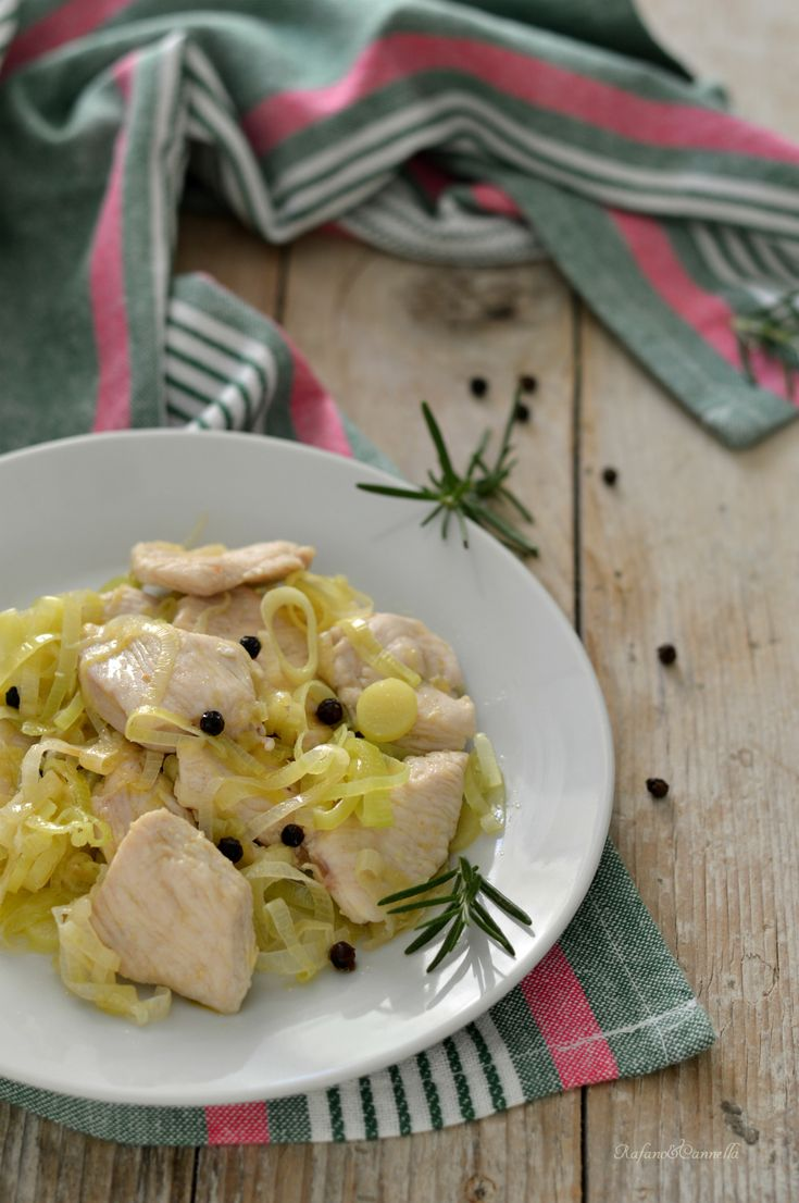 Pollo al pepe nero e porro #gialloblogs #rafanoecannella http://blog.giallozafferano.it/rafanoecannella/pollo-al-pepe-nero-e-porro/