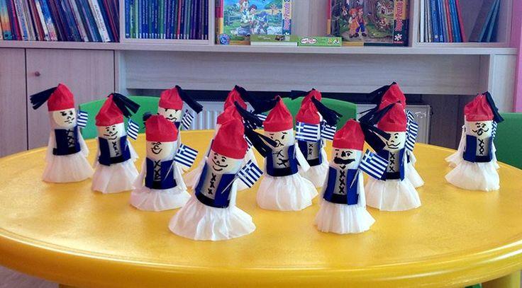 Ζήτω η 25η Μαρτίου. Όμορφα τσολιαδάκια που τα έφτιαξαν τα παιδιά μας για να γιορτάσουν την επέτειο της Εθνικής Εορτής της 25ης Μαρτίου