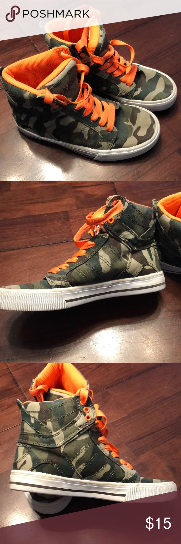 Tony Hawk Sneaker Hi Tops Boys Size 4 Gently worn with no holes, rips, or stains on canvass. These are very nice with lots of life left in them. Extra padding on tongue of shoe for added comfort! Tony Hawk Shoes Sneakers