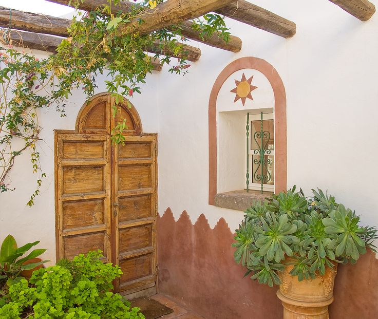 Beautiful spanish style house in the valley of Agaete, Gran Canaria. Love the little details. Photography by Karin De Coeyer.